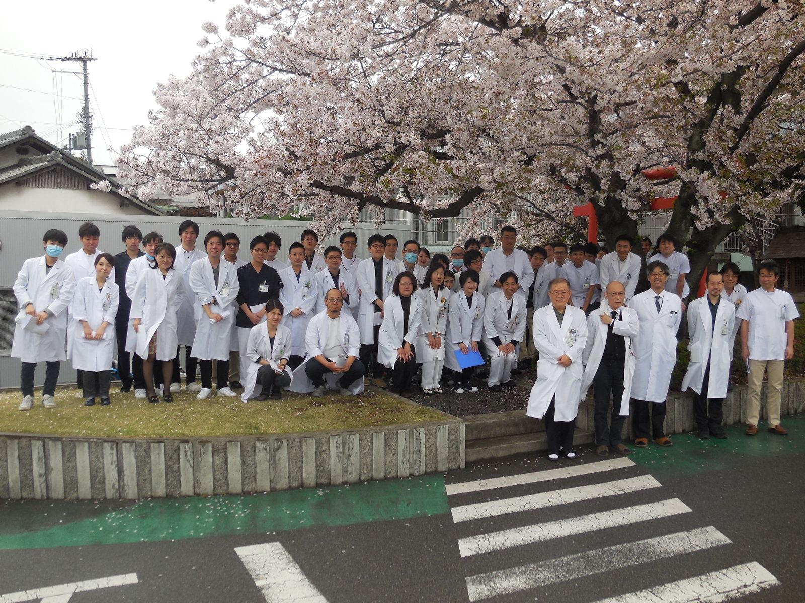 2017.5.1時点で常勤医師55名(内、精神科医49名、内科医4名、放射線科医1名、整形外科医1名) 充実した指導体制が魅力です。