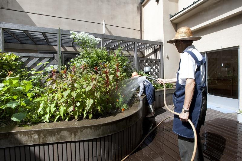 井田病院ではボランティア活動が盛んであり、その活動は患者さんと病院外の社会を結び付けています。