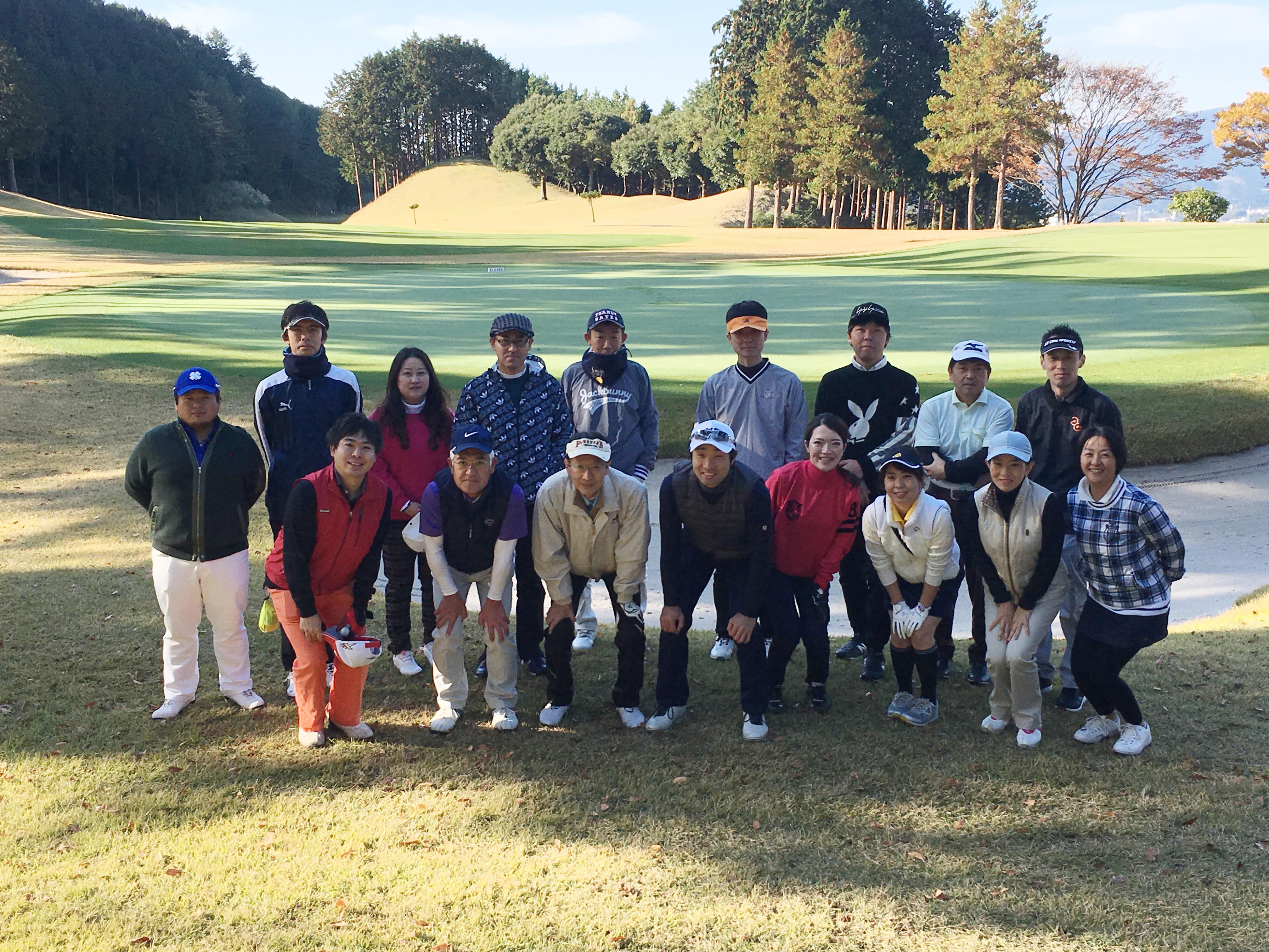 ゴルフ部。10~11月にコンペを行って楽しんでいます。
