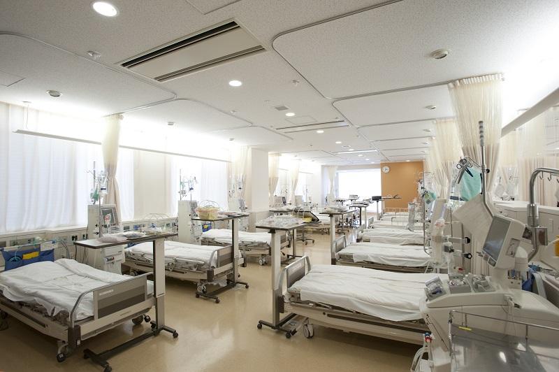最上階の7階にある透析センターには21床のベッドがあります。3面採光のため、明るさと開放感に溢れています。