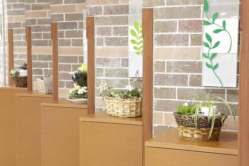 院内のあちらこちらにある草花は、ボランティアの方々によって手入れをされています。地域に貢献しようという高い市民意識を持ったボランティアの方々の存在は、病院にとって大事な宝です。